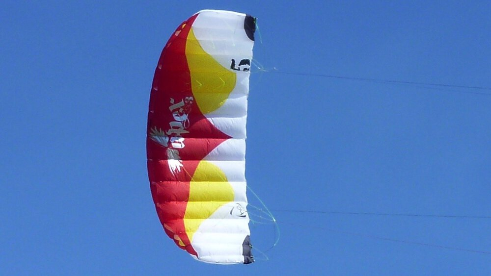 hq_powerkites_apex3_review_028-kite_in_f